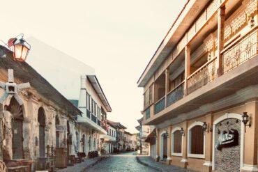 Vista de una calle de la Ciudad de Vigán, la capital de la provincia de Llocos Sur, declarada como Patrimonio de la Humanidad por la UNESCO